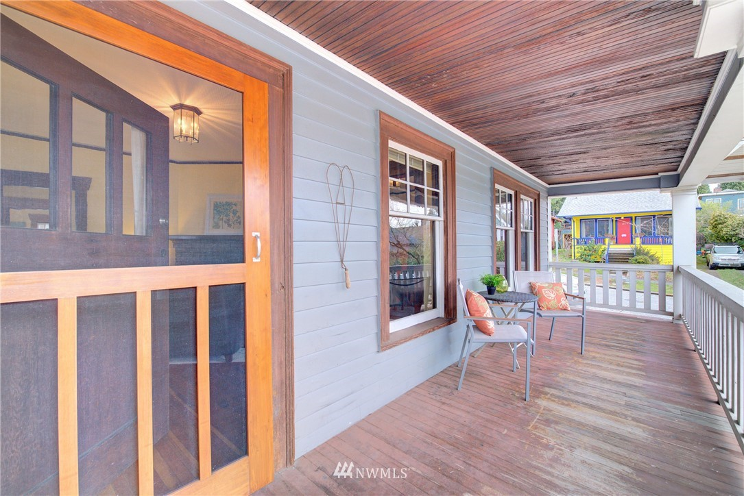 Sold Property | 1330 N Lucas Place Seattle, WA 98103 15