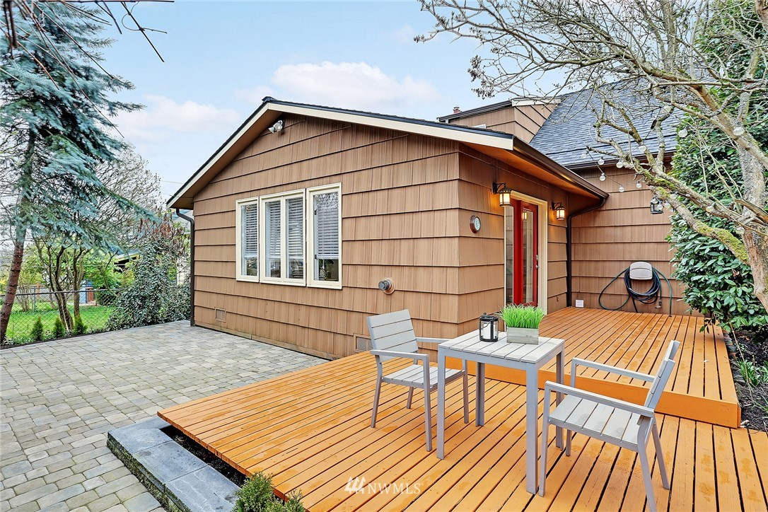 Sold Property   7044 8th Avenue NW Seattle, WA 98117 17