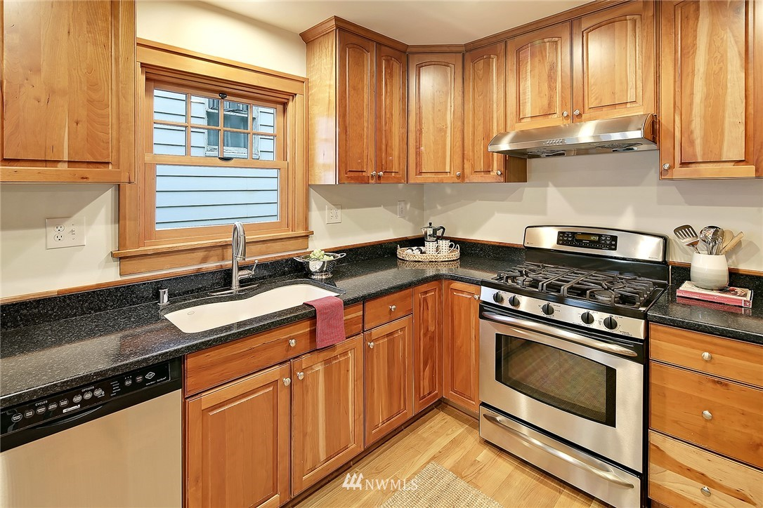 Sold Property   6753 5th Avenue NW Seattle, WA 98117 10