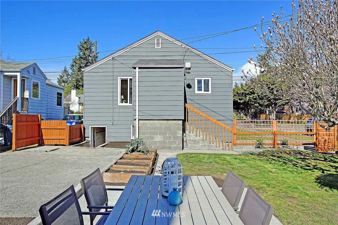 Sold Property   1303 NW 80th Street Seattle, WA 98117 16