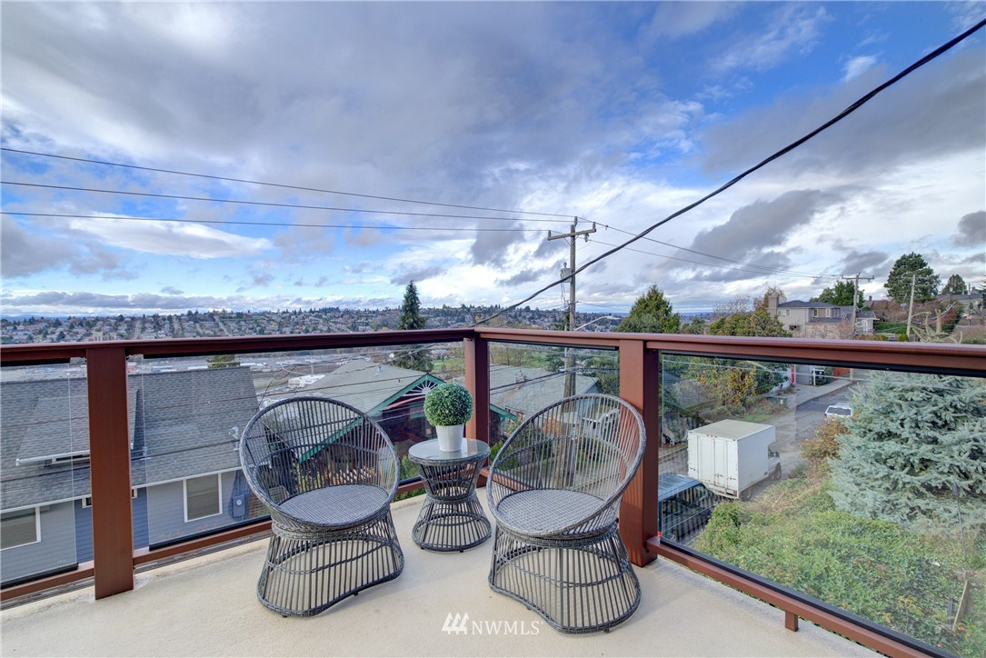 Sold Property | 2200 11th Avenue W #B Seattle, WA 98119 24