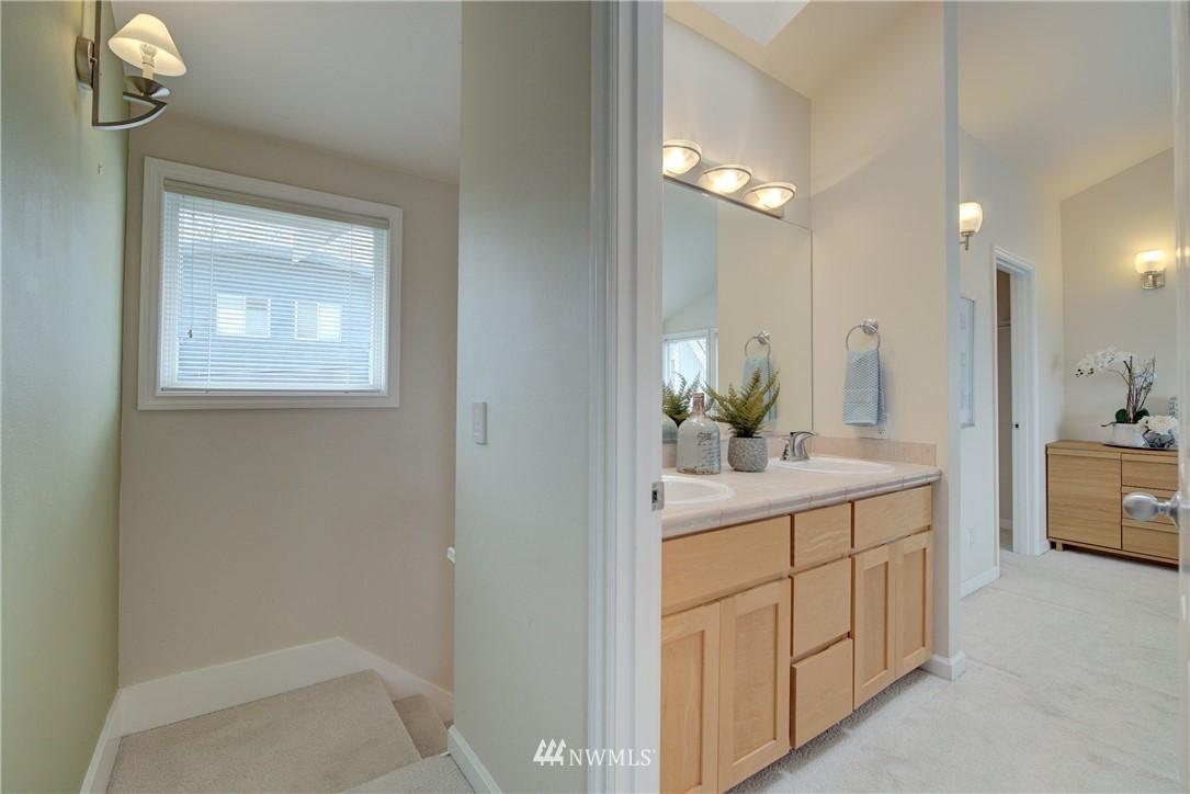 Sold Property   659 W Emerson Street Seattle, WA 98119 10