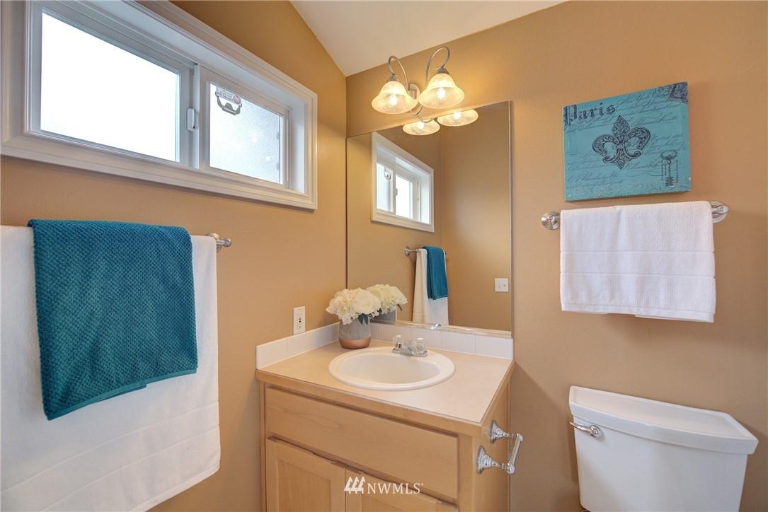 Sold Property   659 W Emerson Street Seattle, WA 98119 17