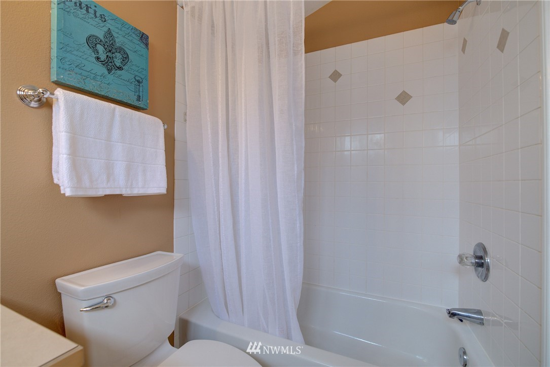 Sold Property   659 W Emerson Street Seattle, WA 98119 18
