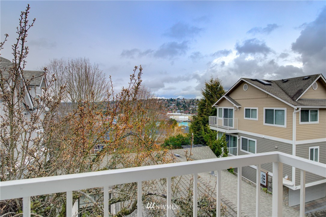 Sold Property   659 W Emerson Street Seattle, WA 98119 21