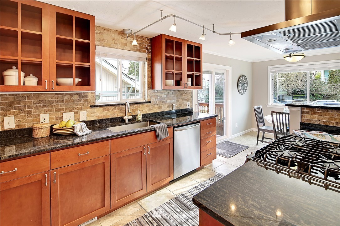 Sold Property | 906 N 93rd Street Seattle, WA 98103 8