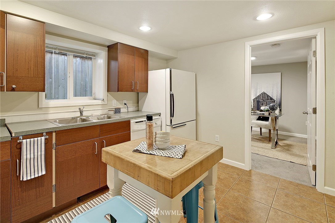 Sold Property | 906 N 93rd Street Seattle, WA 98103 14