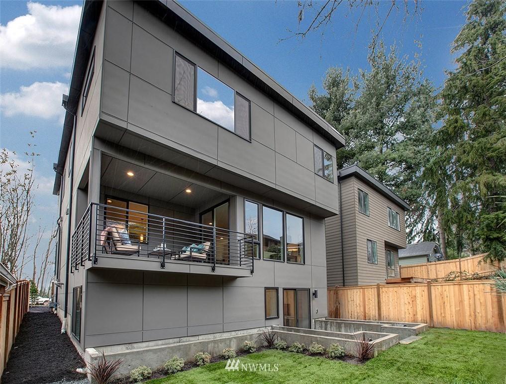 Sold Property   8232 Meridian Avenue N Seattle, WA 98103 20