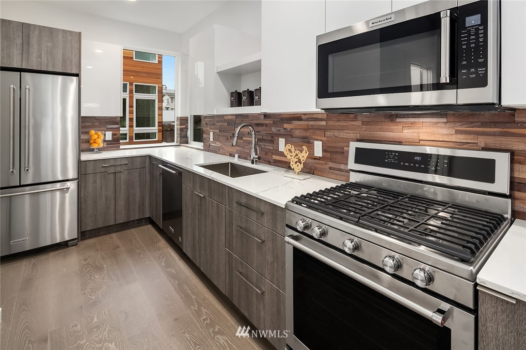 Sold Property | 6205 7th Avenue NW #C Seattle, WA 98107 9