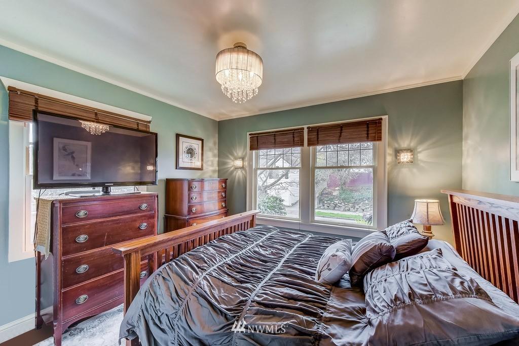Sold Property | 7712 Dayton Avenue N Seattle, WA 98103 8