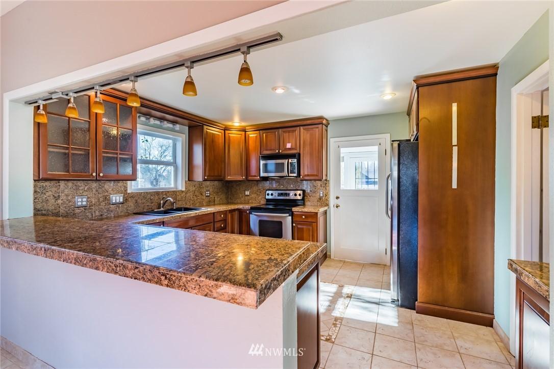 Sold Property   8627 Wabash Avenue S Seattle, WA 98118 4