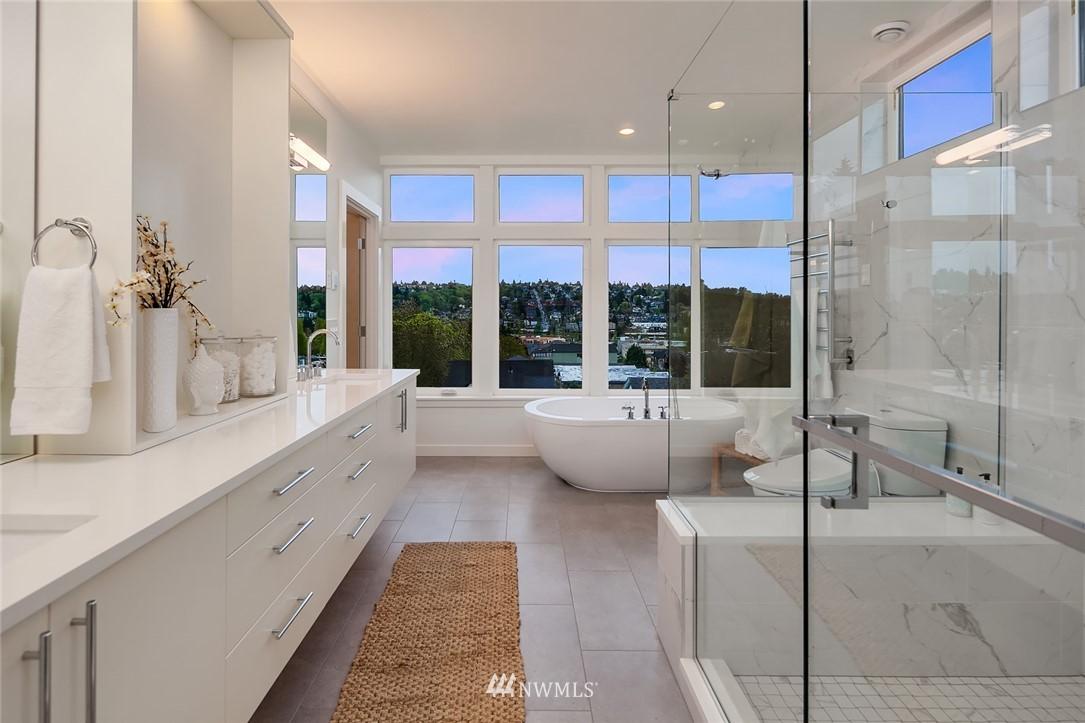 Sold Property | 410 N Bowdoin Place Seattle, WA 98103 13