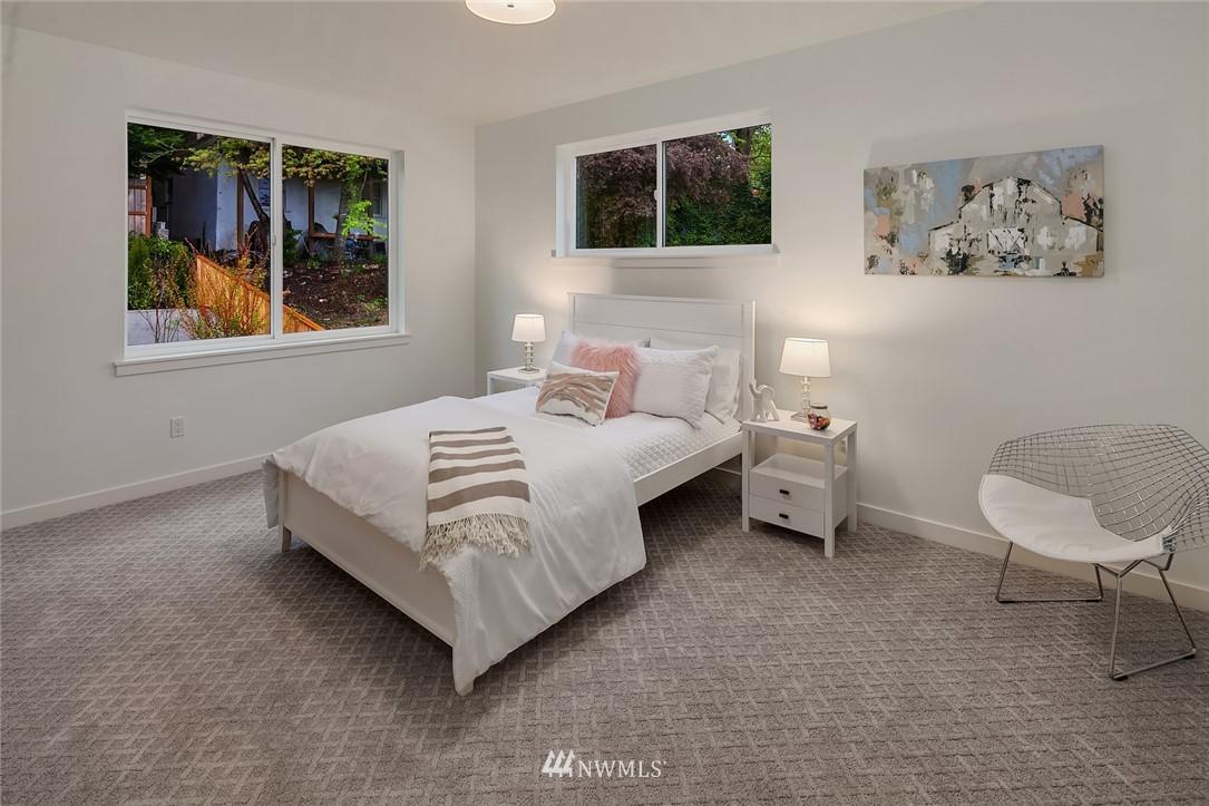 Sold Property | 410 N Bowdoin Place Seattle, WA 98103 16