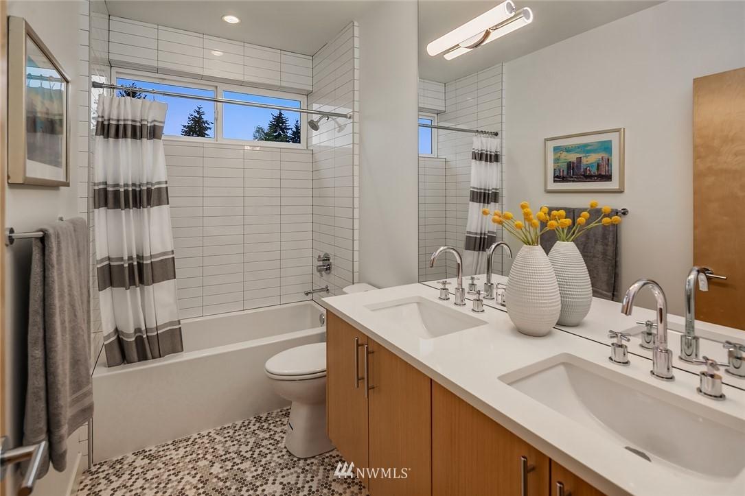 Sold Property | 410 N Bowdoin Place Seattle, WA 98103 19