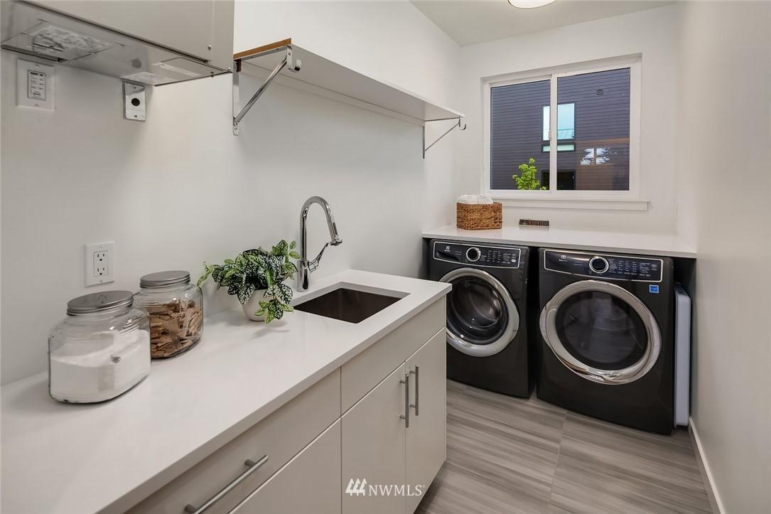 Sold Property | 410 N Bowdoin Place Seattle, WA 98103 21