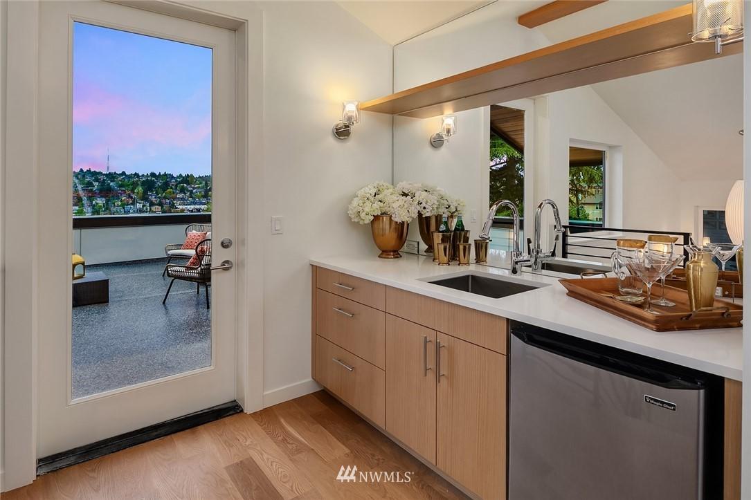 Sold Property | 410 N Bowdoin Place Seattle, WA 98103 22