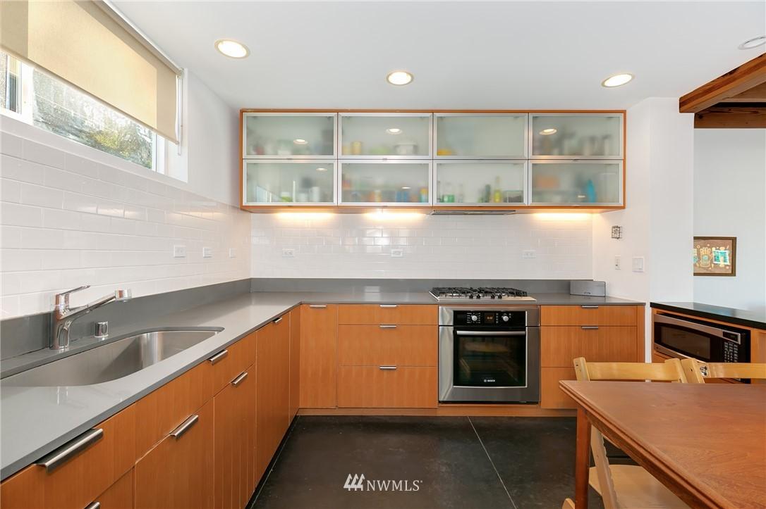 Sold Property | 2427 E Denny Way Seattle, WA 98122 4