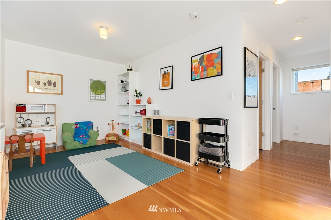 Sold Property | 2427 E Denny Way Seattle, WA 98122 10