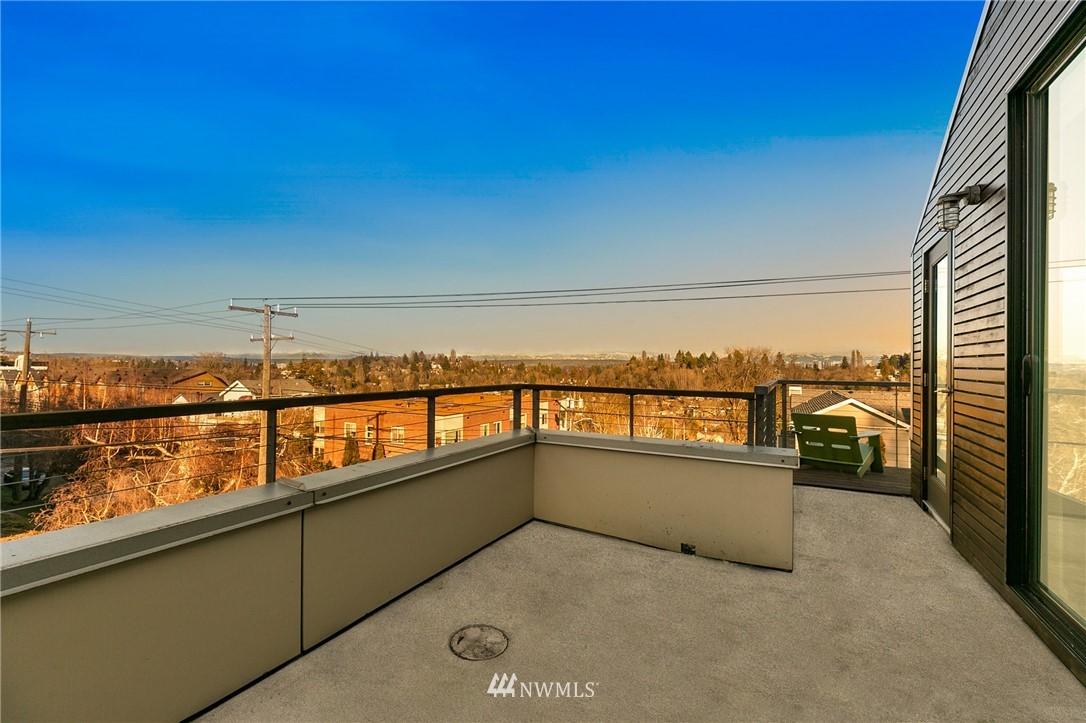 Sold Property | 2427 E Denny Way Seattle, WA 98122 18
