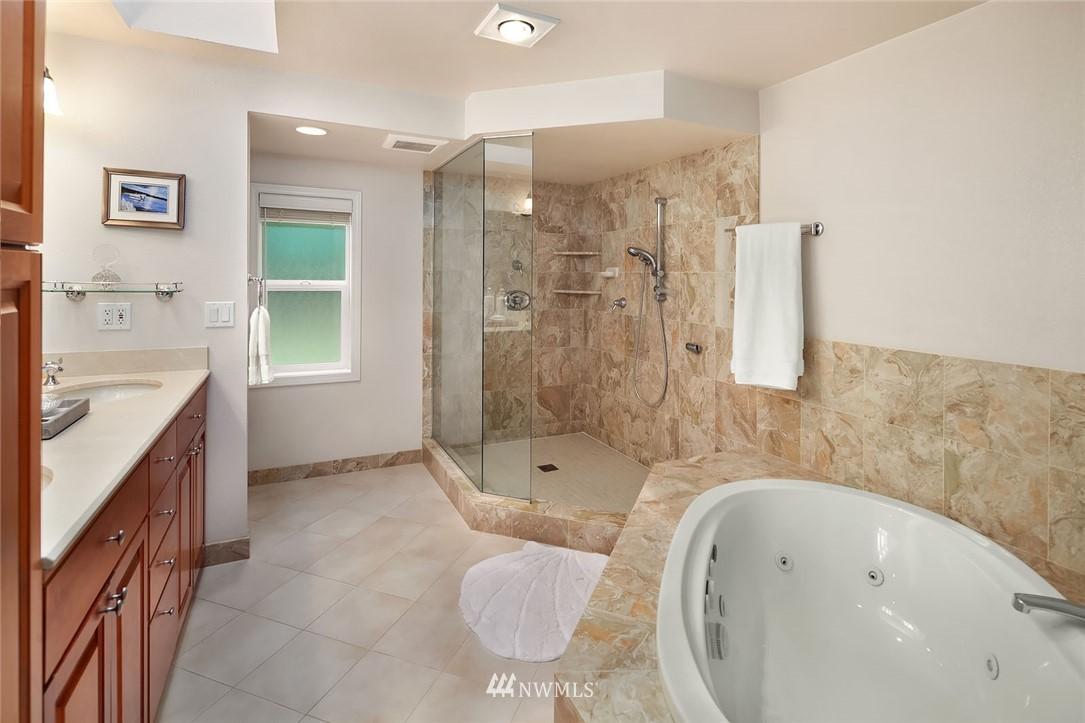 Sold Property | 8711 NE 11th Street Medina, WA 98039 9