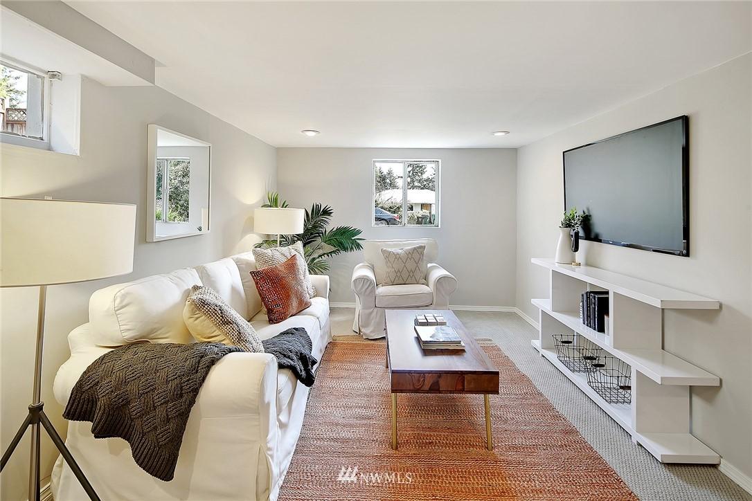 Sold Property   12505 22nd Avenue NE Seattle, WA 98125 10