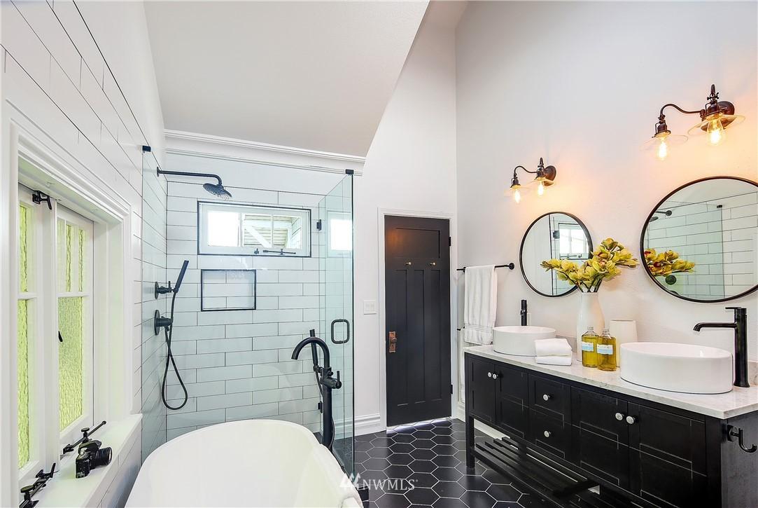 Sold Property | 4412 45th Avenue SW Seattle, WA 98116 9