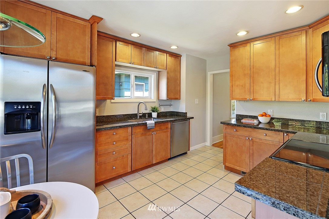 Sold Property   636 NW 75th Street Seattle, WA 98117 3