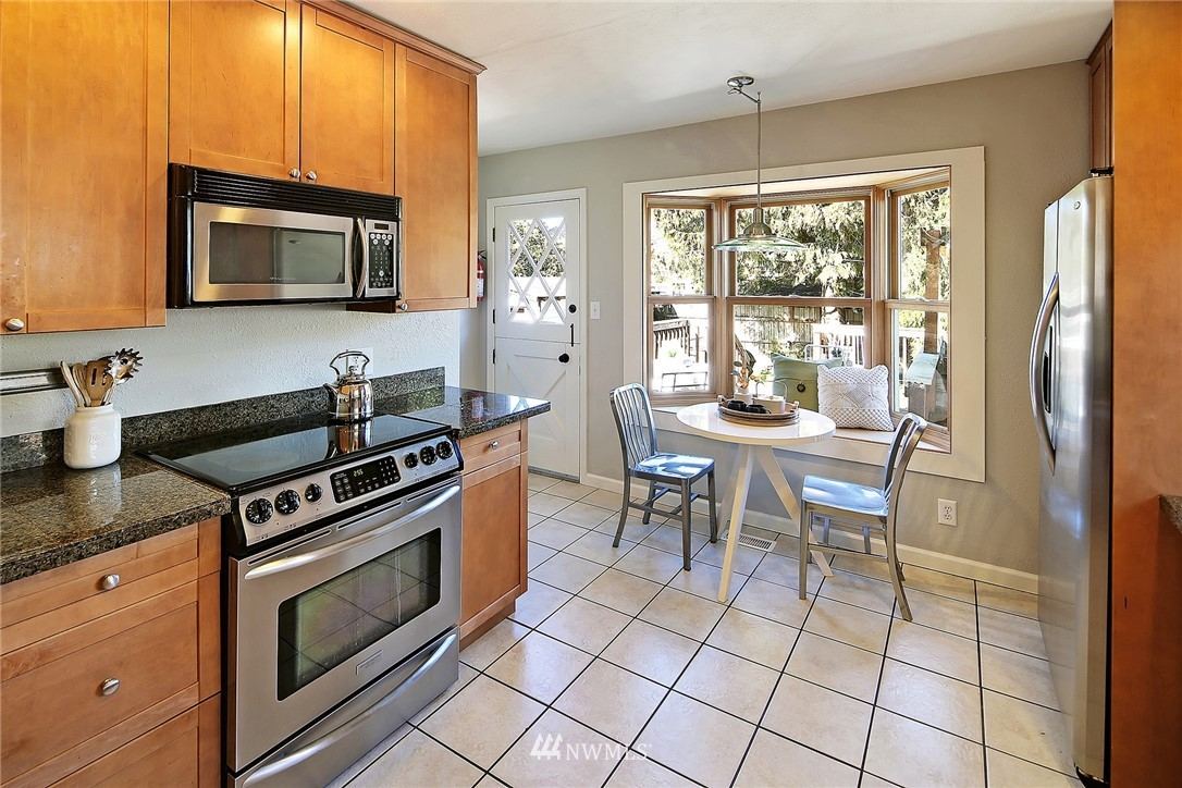 Sold Property   636 NW 75th Street Seattle, WA 98117 4