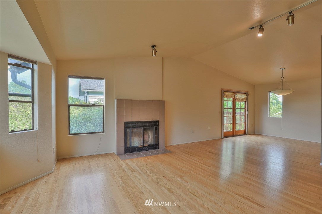 Sold Property | 718 26th Avenue E Seattle, WA 98112 3