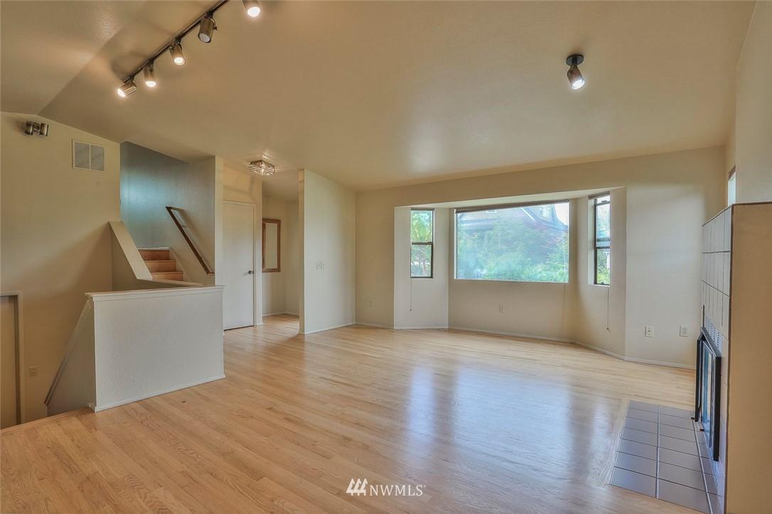 Sold Property | 718 26th Avenue E Seattle, WA 98112 4