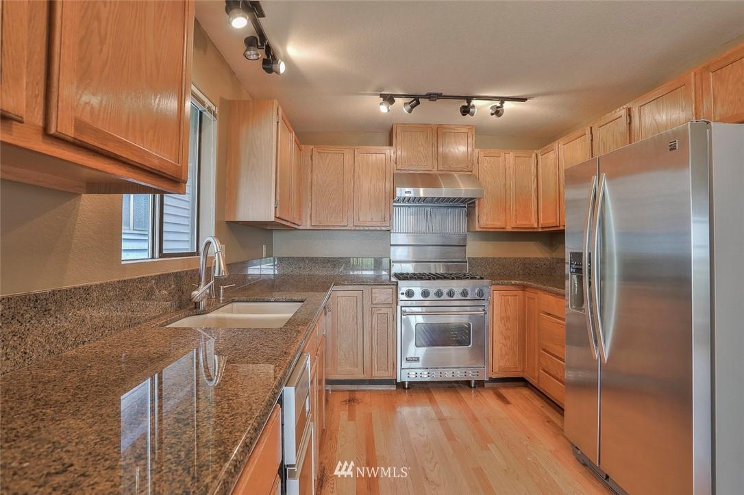 Sold Property | 718 26th Avenue E Seattle, WA 98112 7