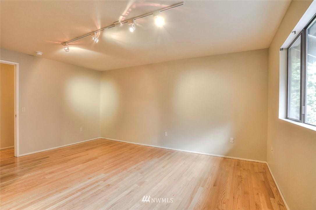 Sold Property | 718 26th Avenue E Seattle, WA 98112 8