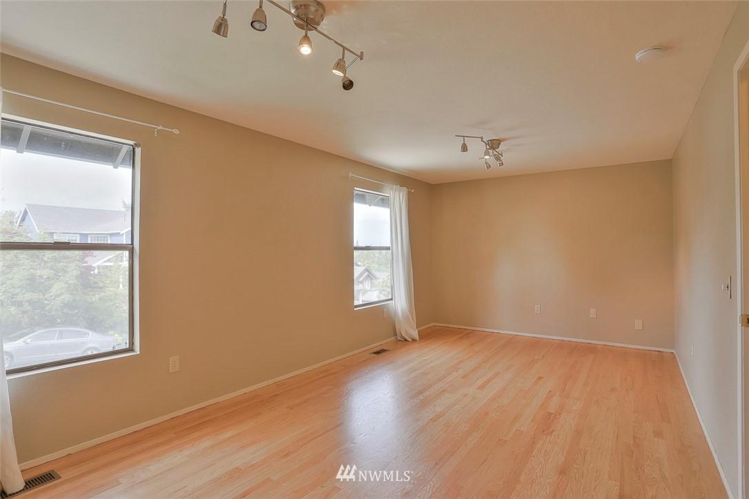 Sold Property | 718 26th Avenue E Seattle, WA 98112 9