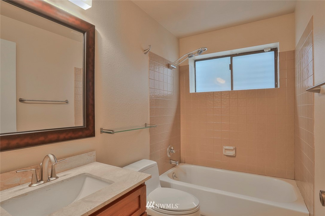 Sold Property | 718 26th Avenue E Seattle, WA 98112 15