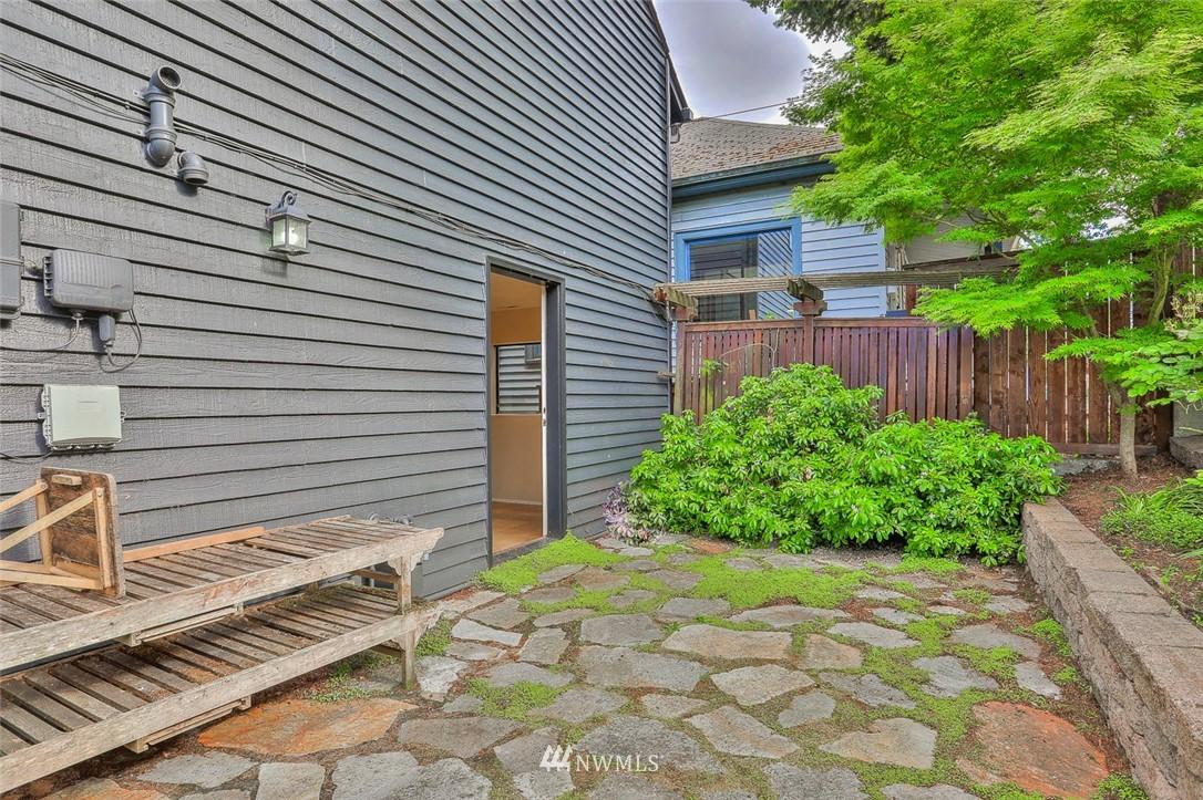 Sold Property | 718 26th Avenue E Seattle, WA 98112 24