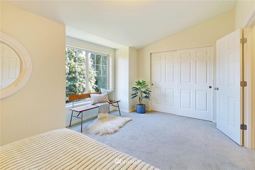Sold Property   8518 Midvale Avenue N #B Seattle, WA 98103 11