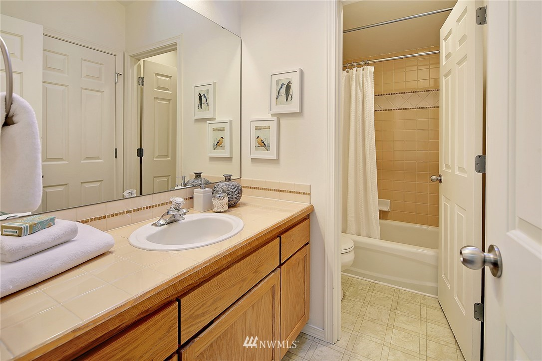 Sold Property   8518 Midvale Avenue N #B Seattle, WA 98103 13