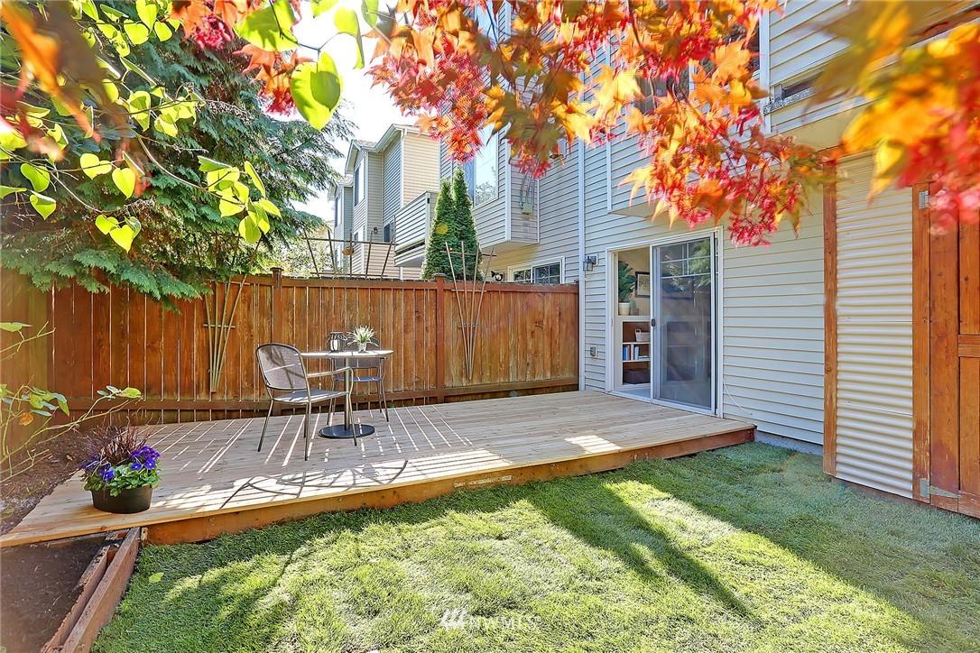 Sold Property   8518 Midvale Avenue N #B Seattle, WA 98103 16