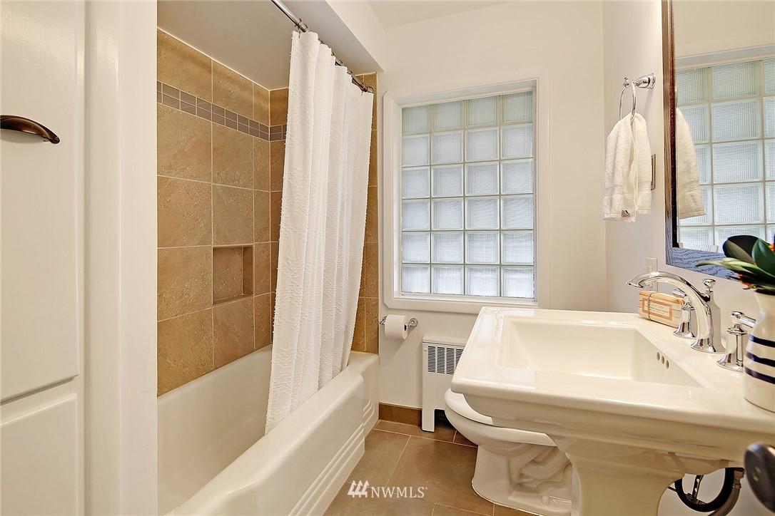Sold Property | 6046 53rd Avenue NE Seattle, WA 98115 9