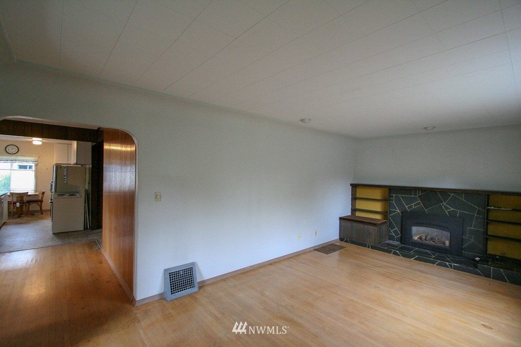 Sold Property   900 N 102nd Street Seattle, WA 98133 4
