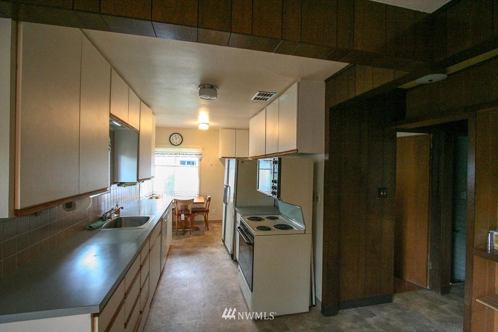 Sold Property   900 N 102nd Street Seattle, WA 98133 7