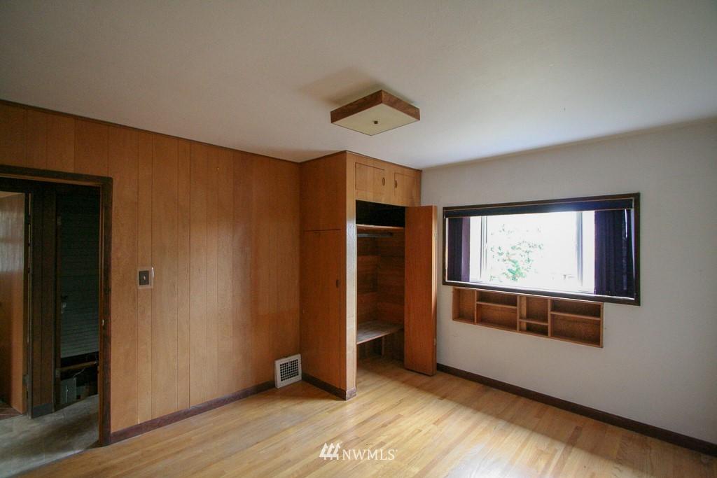 Sold Property   900 N 102nd Street Seattle, WA 98133 9