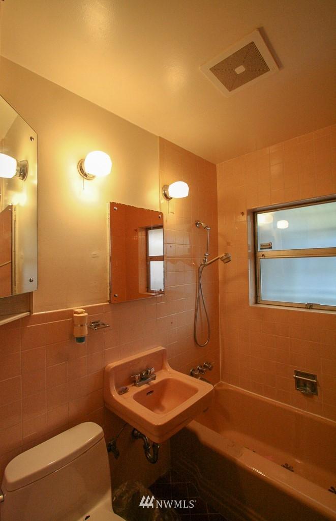 Sold Property   900 N 102nd Street Seattle, WA 98133 11