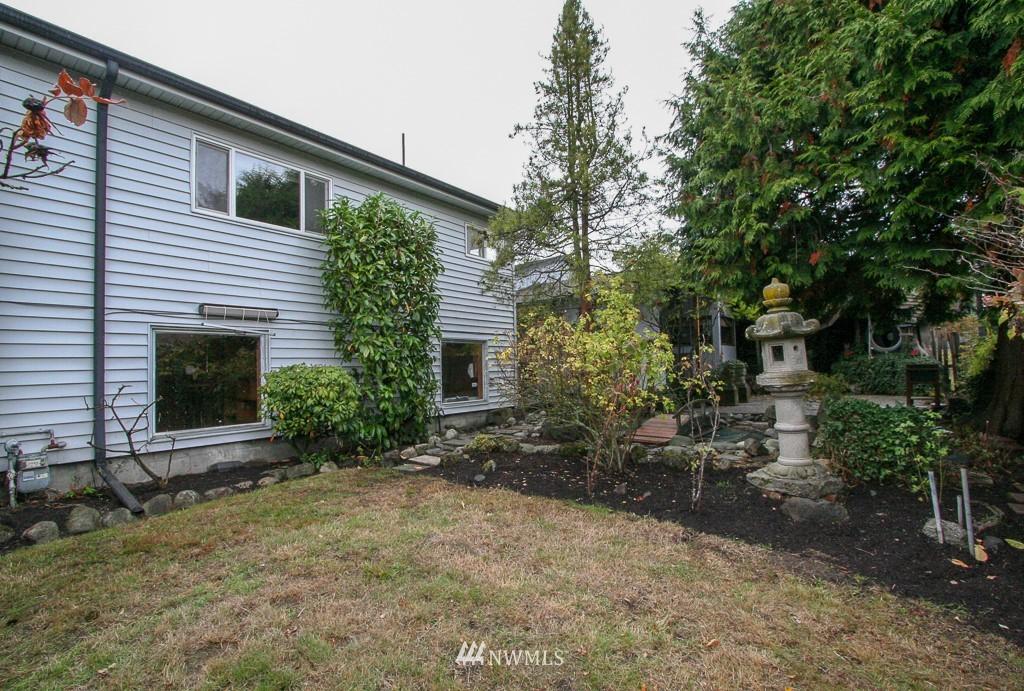 Sold Property   900 N 102nd Street Seattle, WA 98133 18