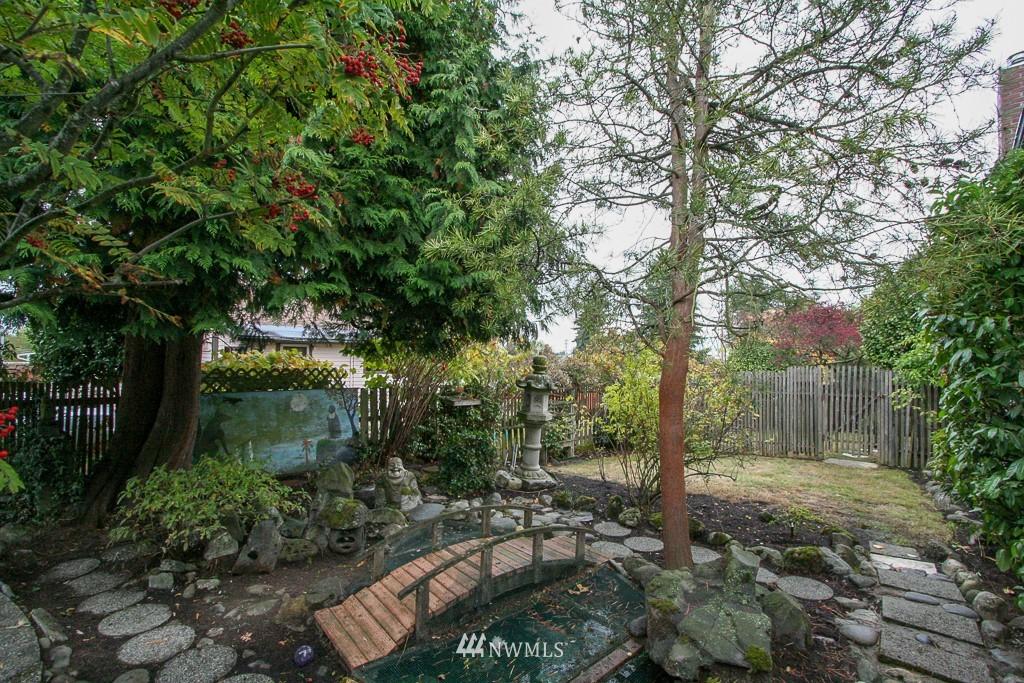 Sold Property   900 N 102nd Street Seattle, WA 98133 19