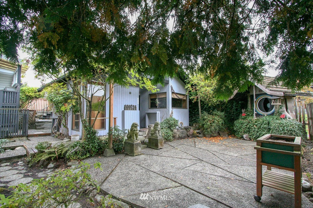 Sold Property   900 N 102nd Street Seattle, WA 98133 20