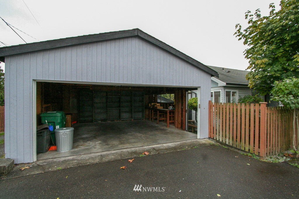 Sold Property   900 N 102nd Street Seattle, WA 98133 24