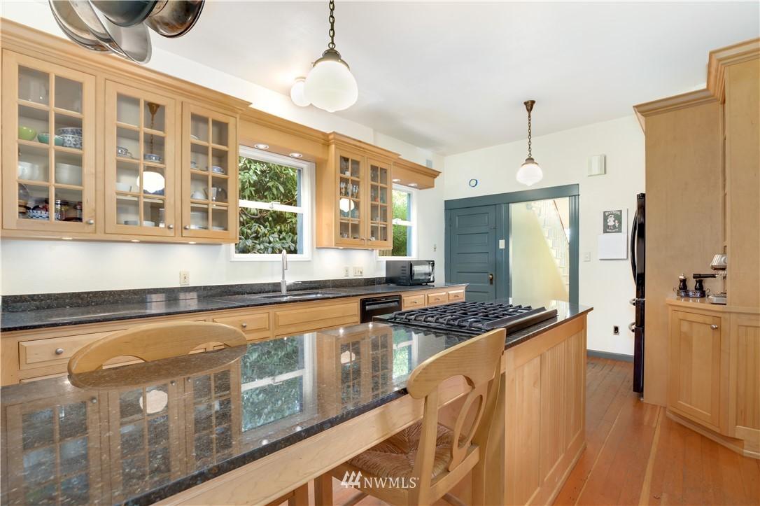 Sold Property   914 24th Avenue S Seattle, WA 98144 10