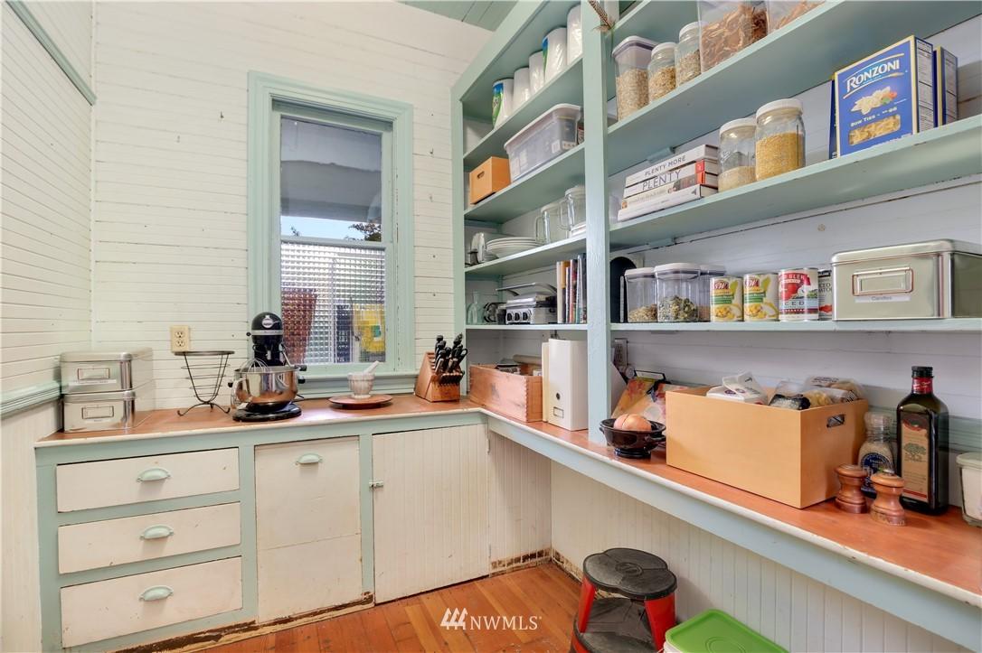 Sold Property   914 24th Avenue S Seattle, WA 98144 12