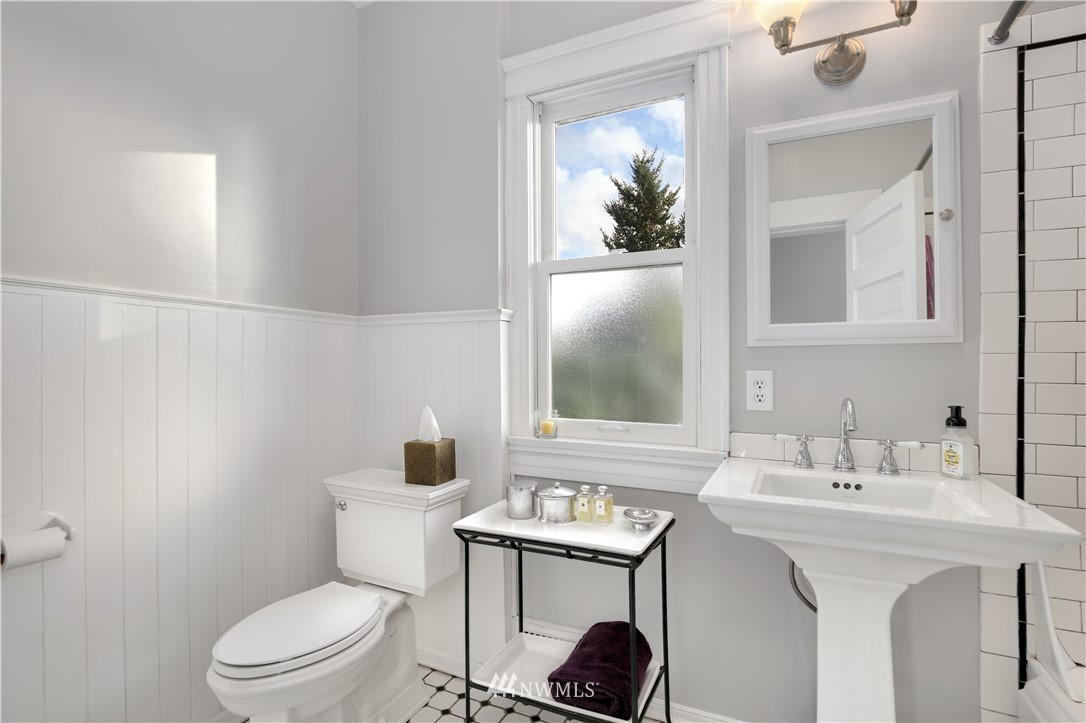 Sold Property   914 24th Avenue S Seattle, WA 98144 18